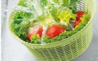 On est fan de l'égouttoir de l'essoreuse à salade Leifheit ComfortLine 23200 qui passe même au lave-vaisselle
